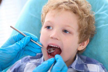 Молочные зубы у детей удаляют все чаще