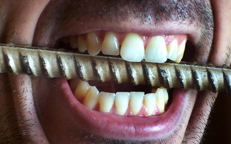 Почему люди скрипят зубами во сне